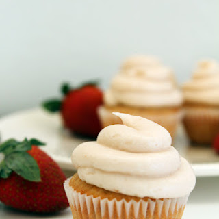 Strawberry Banana Cupcakes With Strawberry Buttercream Frosting