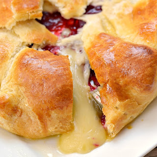 Cranberry and Brie Baked Cheese Appetizer.