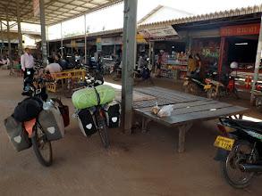 Photo: Frühstückspause am Markt von Paksong