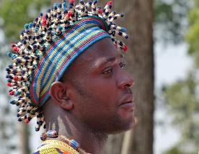 """Photo: Prestigekappe 3  Diese Kopfbedeckung eines Notablen (Würdenträger) wird auch """"Igelkappe""""genannt. Oft stehen die 3-4 cm langen gehäkelten Röhrchen von der Kappe ab, indem sie von innen mit Stäbchen versteift werden."""