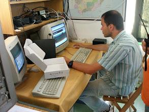 Photo: ... ahora Carlos lo configura ...