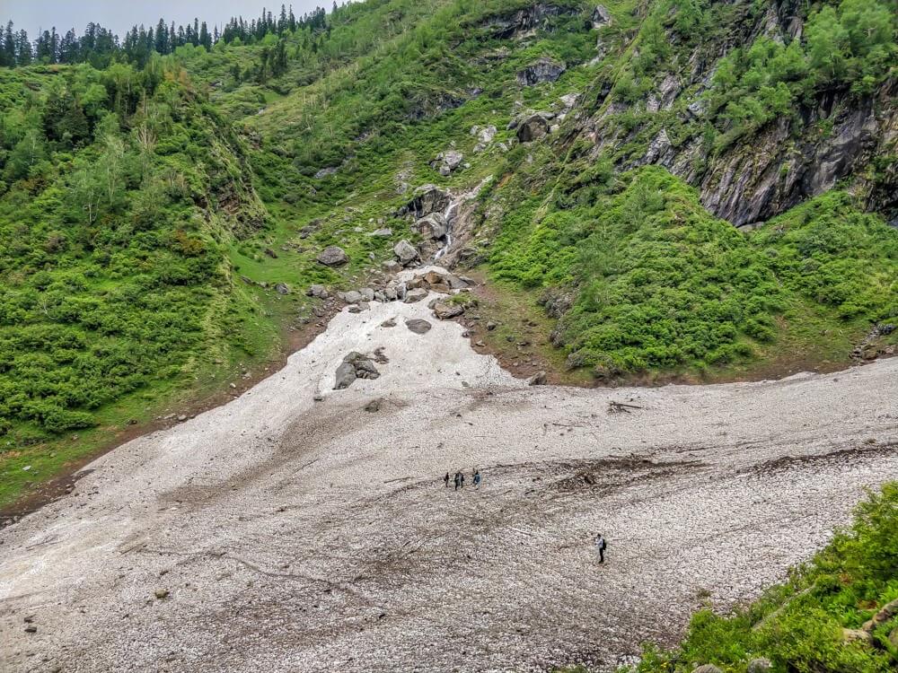 glacier+on+way+bunbuni+kheerganga+trek+parvati+valley+himachal+pradesh