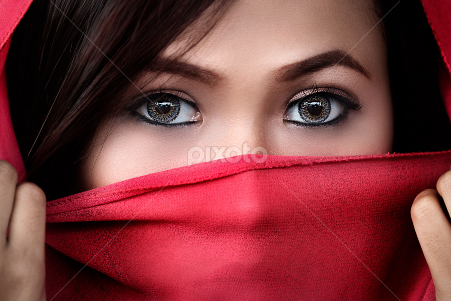 look at me by Ivan Lee - People Portraits of Women ( canon, red, girl, woman, beauty, close up, women, lady,  )