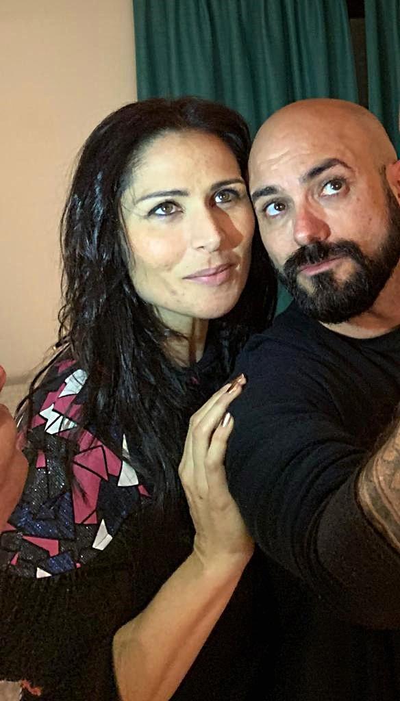 Rosa López junto a su diseñador, Sergi Regal.