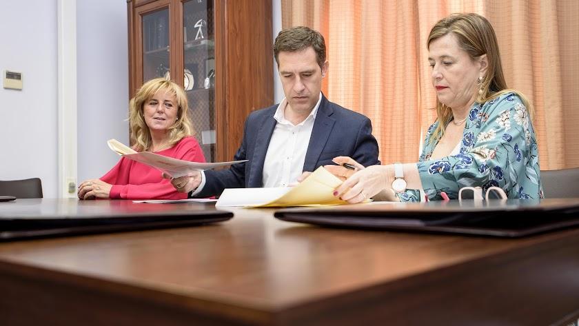Firma del convenio entre el Ayuntamiento y Primark para el proceso de selección de personal.