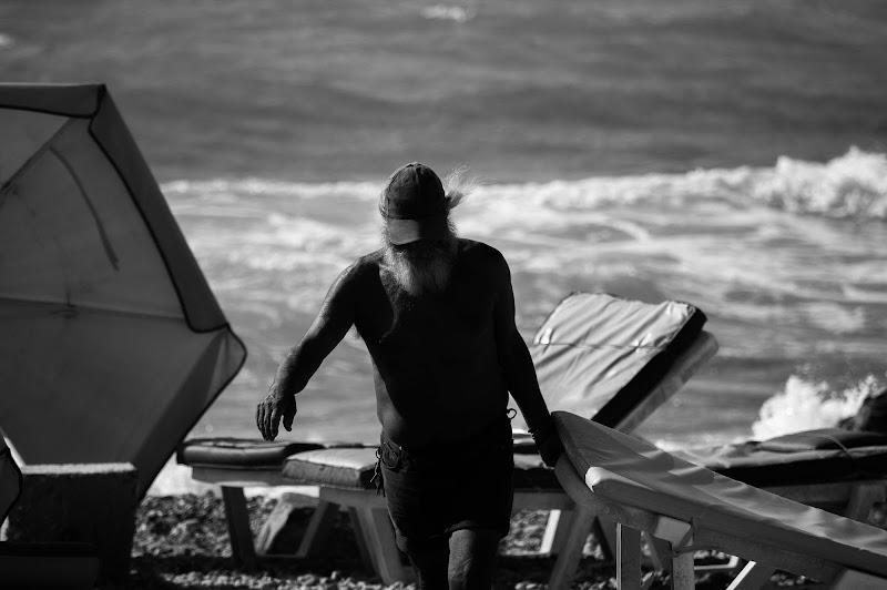 Sole, vento e mare: questo lavoro qualcuno lo dovrà pur fare. di Caffedoppio