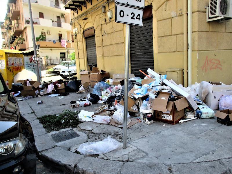 città grande GRANDE  rifiuti di gianni_vita