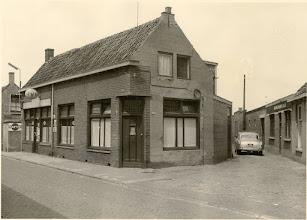 Photo: 1960 Heilaarstraat met op de hoek een café, rechts in het straatje de meubelfabriek A&O ,voorheen meubelfabriek Hoogma.