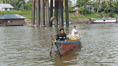 Photo: Long Boat to Nanga Bungan