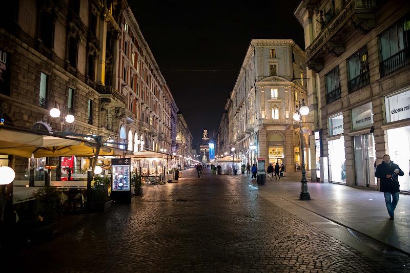 Tutt el mond a l'è paes, a semm d'accòrd, ma Milan, l'è on gran Milan di utente cancellato