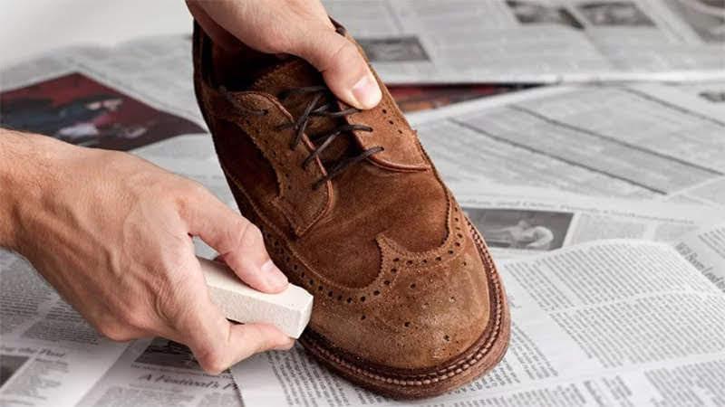 cách vệ sinh giày da lộn1
