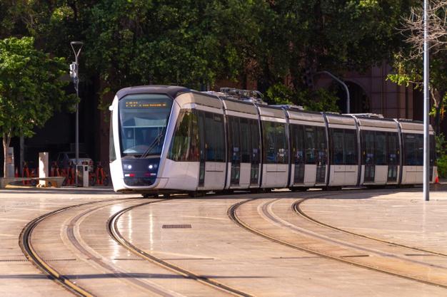 VLT é visto como ótima alternativa para o transporte público de algumas cidades. (Freepik/Reprodução)