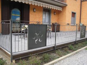 Photo: Barriera con inseriti pannelli decorati