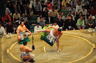 Photo: Hakuho, the only current Yokozuna (Grand Champion), during the Dohyo-iri ceremony that preceeds the matches of the Maku-uchi (top division).
