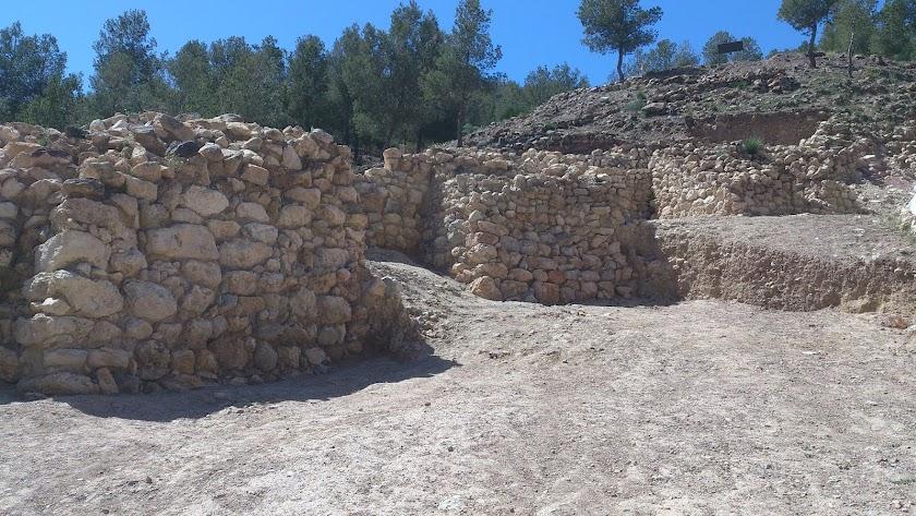 Restos de la muralla argárica del yacimiento de La Bastida, en Murcia.
