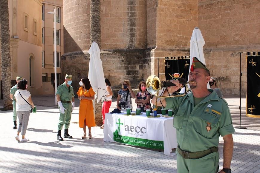 Mesa petitoria de la Brigada de La Legión en la Plaza de la Catedral.