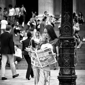 Leggere fa bene by Luca Bonisolli - People Street & Candids