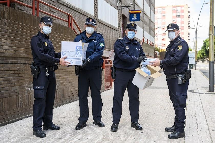 ALTEA dona 1.500 mascarillas a policías, guardias civiles y bomberos de Almería