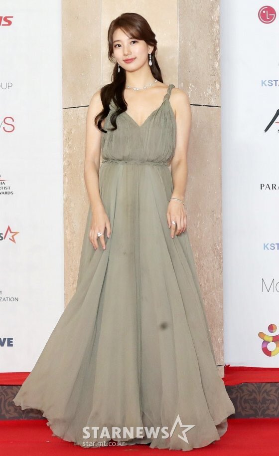 suzy gown 15