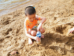 Photo: baby son, warrenzh, 朱楚甲, immersed in game with sand.