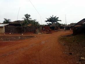 Photo: Nous allons dans le village