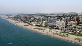 La urbanización de Roquetas es uno de los polos de atracción turística de la provincia.