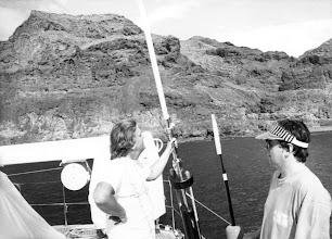 Photo: El pianista alemán Justus Frank, con Amado Moreno, a bordo de un yate en aguas del sur de Gran Canaria