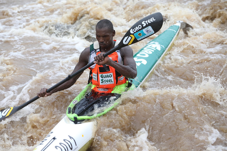 Thulani Mbanjwa racing in Day 1 of the Dusi Canoe Marathon.