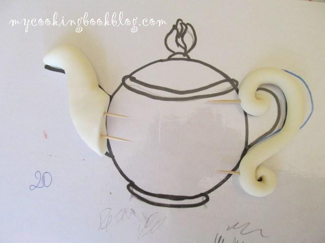 Чайник от захарно тесто