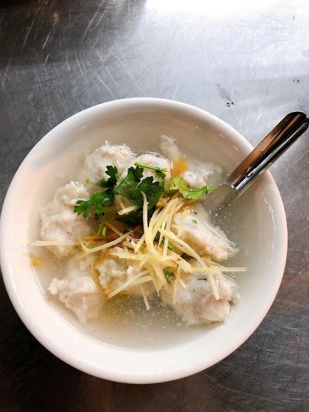 湯、麵、魚羹都充滿虱目魚的香味🤤 營業時間又很長,每去必吃!