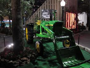 Photo: Traktörü de varmış.