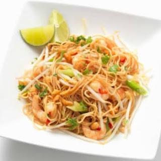 Pad Thai (Traditional Thai Stir-Fried Noodles).