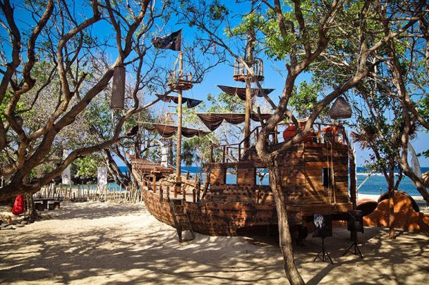 Pirates-Bay