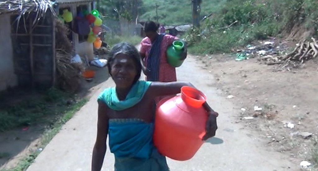 Women have to travel for 1 km to fetch water. (Photo by K. Rajendran)