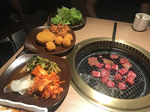 目前只有肉沒有海鮮選擇,用手機點菜點肉品,其他自助熟食區