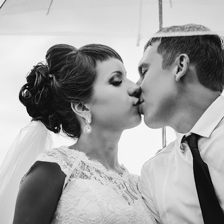 Wedding photographer Oleg Smolyaninov (Smolyaninov11). Photo of 22.10.2017