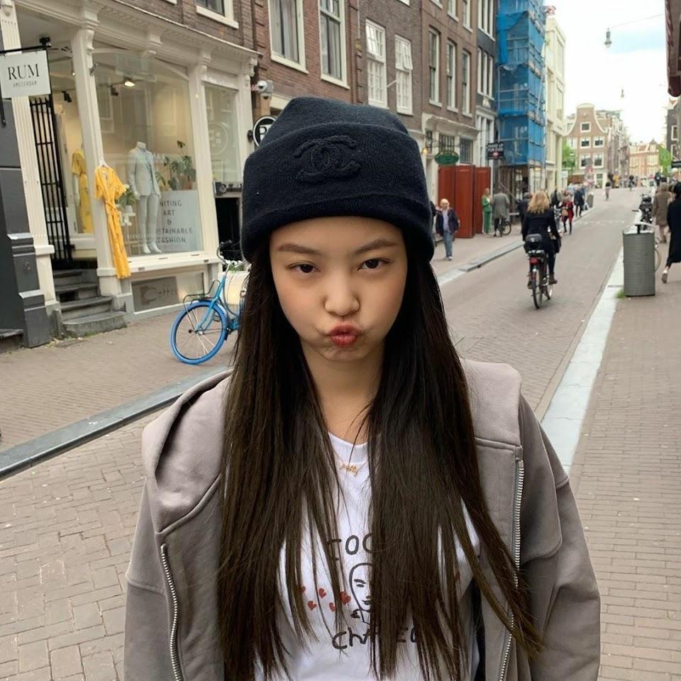 jennie puckered lips