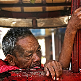 Kalesa driver by Dominic Meily - News & Events World Events ( streetphotography, binondo, dominicmeily, kalesa, meily )