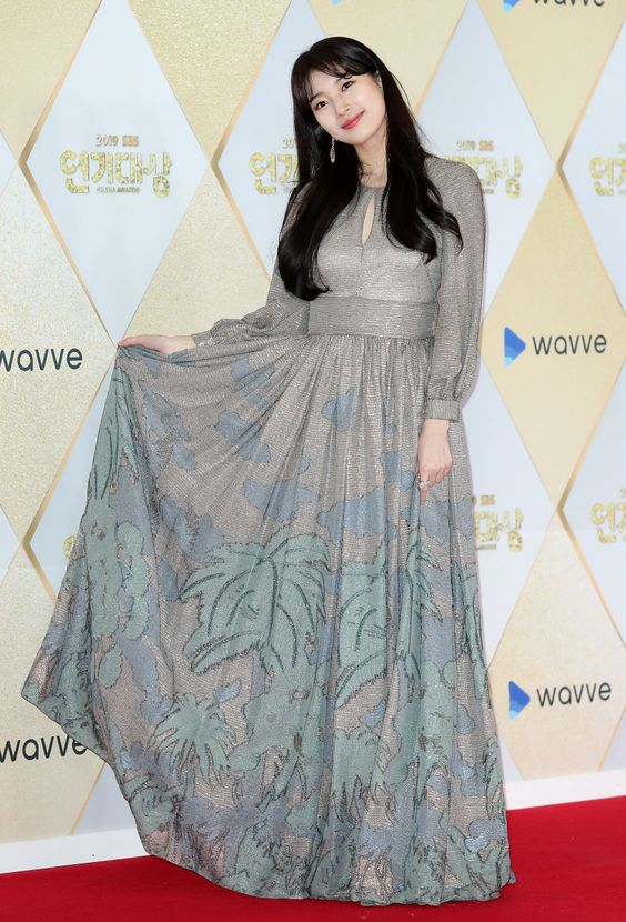 suzy gown 28