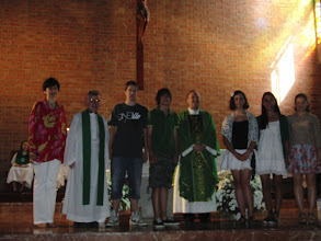Photo: Fr. Ron, Fr. Gary, Louise Aulbach, Confirmation class