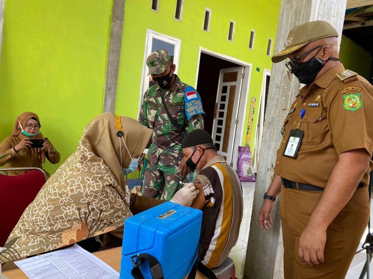 Kejar Target Vaksinasi Kecamatan Medan Marelan Melakukan Vaksinasi Keliling