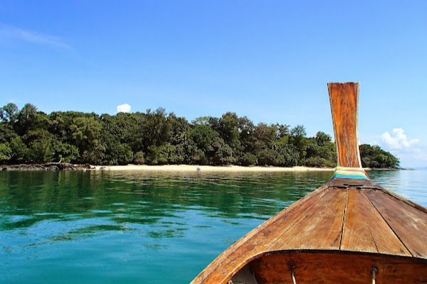 Cruise by longtail boat to Koh Talabeng