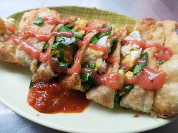 雙蛋韭菜蛋餅,外皮酥脆,韭菜拌著蛋香,絕妙好滋味