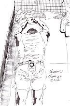 Photo: 閒閒練身體2012.06.22鋼筆 以前覺得奇怪,明明運動時間很少,卻有不少收容人是越關越壯,原來他們在狹窄的房裡會利用身邊的物品當健身器材,老兄他把保特瓶加滿水當滑輪就練起了腹肌…