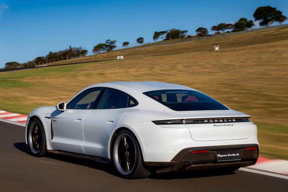 Porsche Taycan reúne luxo e esportividade ao conceito dos carros elétricos (Imagem: Jornal do Carro/Estadão)