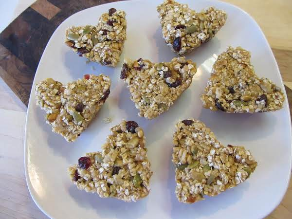 Hearty Granola Bars Will Have Keep Your Kids Happy And Satisfied. Chock Full Of Nuts, Seeds And Oats, You Can Feel Good About Them Liking These So Much!