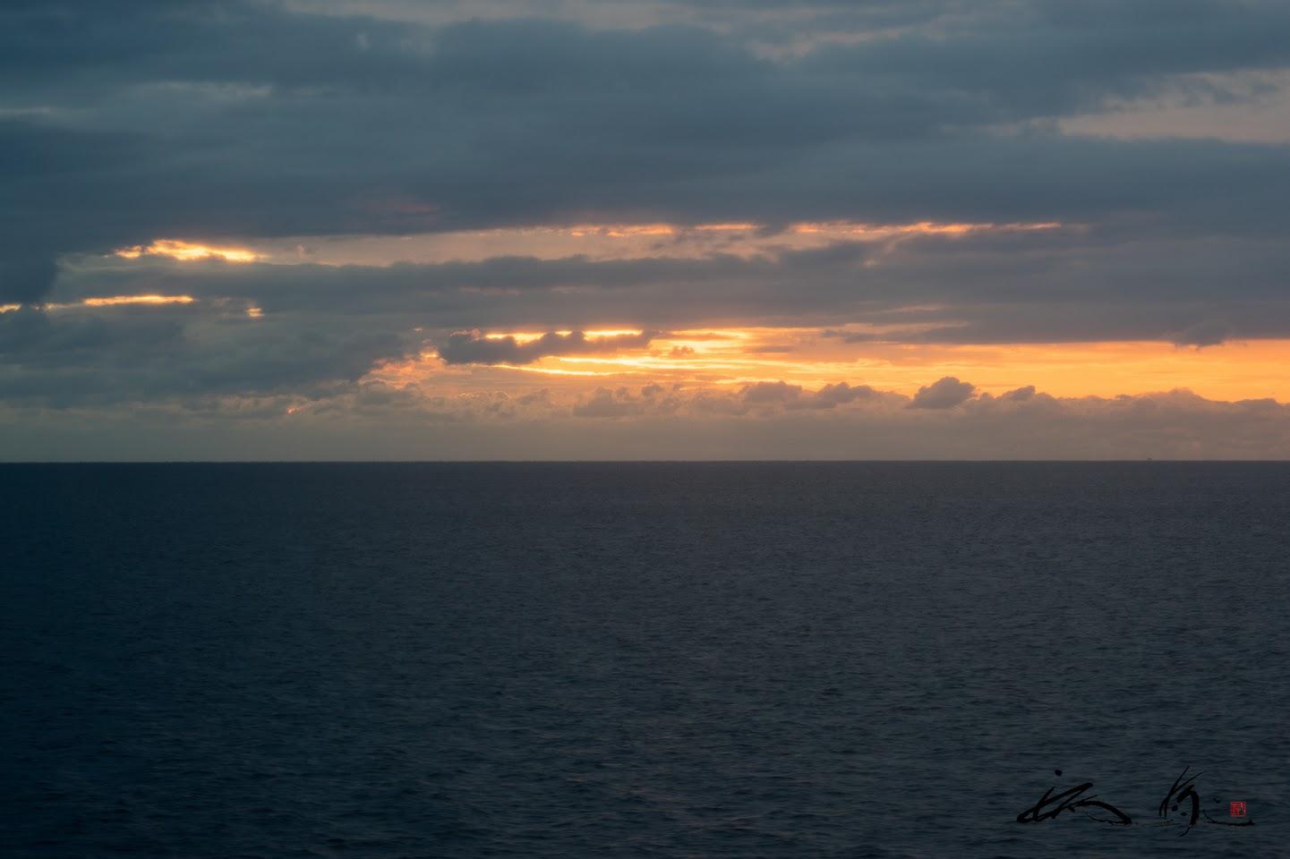 八戸港沖の太平洋上