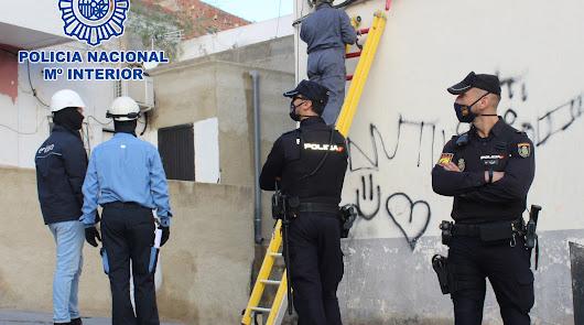La Policía Nacional y Endesa colaboran para cortar 1.400 enganches ilegales