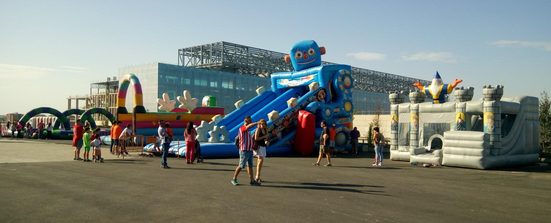 zona de castillos hinchables y juegos en el Wanda Metropolitano