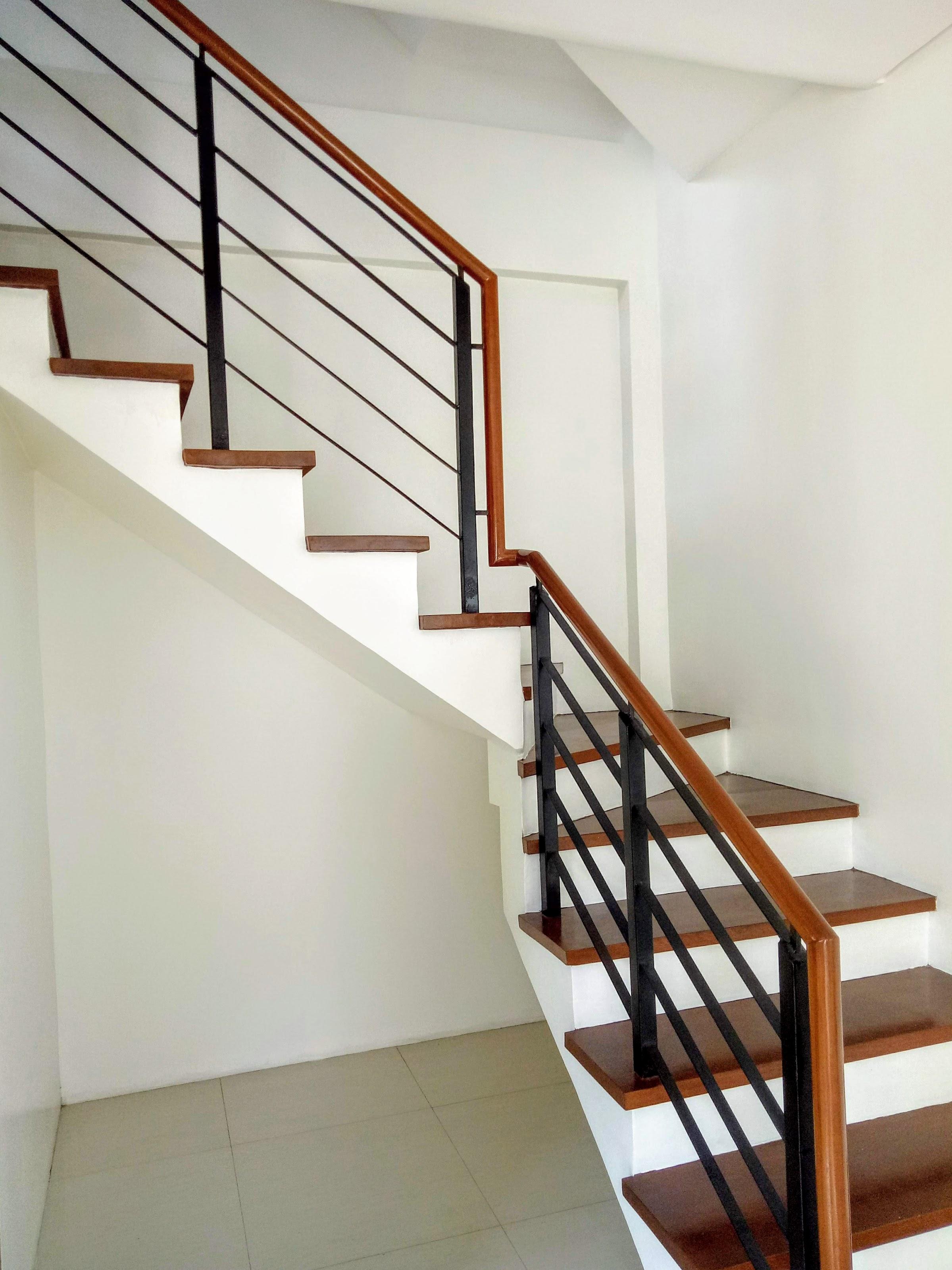 33 Harmony staircase